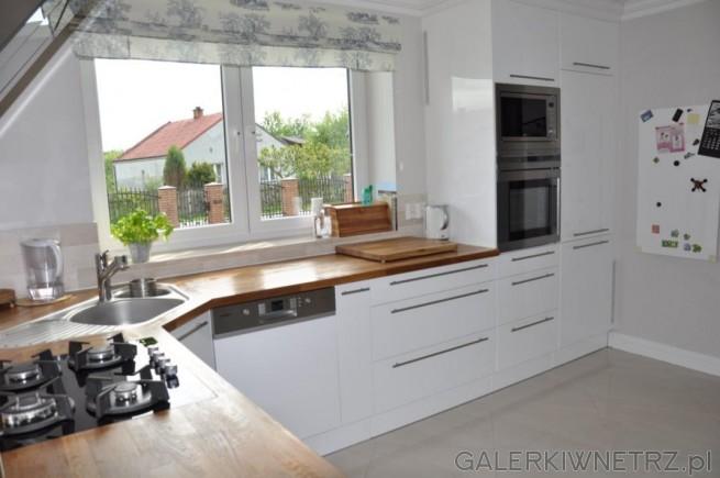 Jasna kuchnia z dębowymi blatami Fronty szafek są lakierowane Piekarnik i m   -> Jasna Kuchnia Ikea