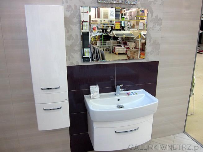 Standardowe białe szafki emaliowane do średniej wielości łazienki. Produkty dostępne ...