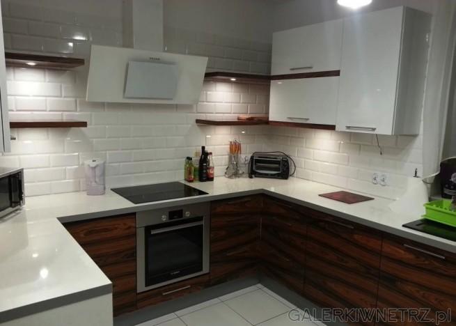 Elegancka, nowoczesna kuchnia z bielą i drewnem Blat   -> Kuchnia Wenge Wanilia Zdjecia
