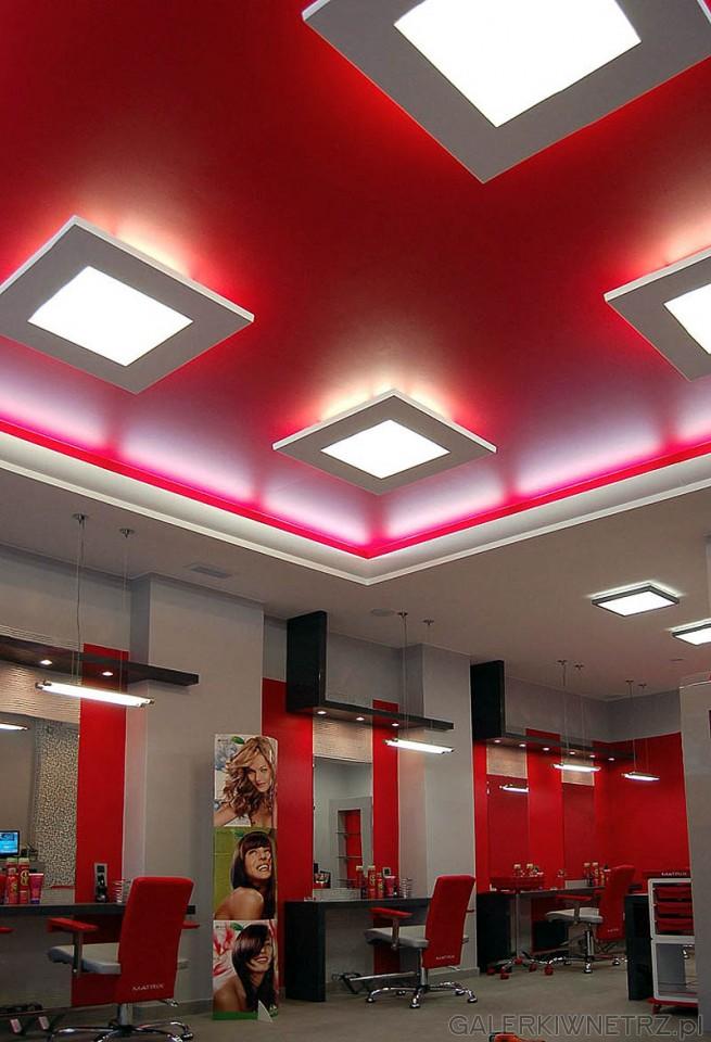 Projekt wnętrza salonu fryzjerskiego. Podwieszany sufit, kasetony w kształcie kwadratu. ...