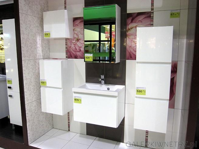 Zestaw funkcjonalnych mebli do małej łazienki.W pojemnych i funkcjonalnych meblach ...