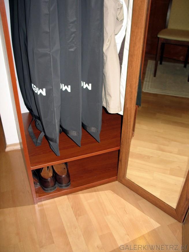 Szafka na buty - wysokość 20cm nie jest za niska. Ustawianie butów na butach nie ...