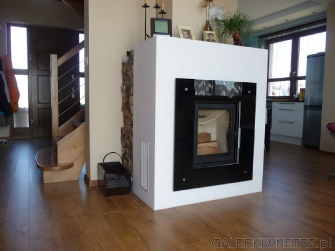 Kolejny projekt minimalistycznego, prostego kominka, którego bryła ogranicza siędo ...