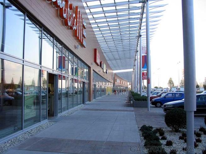 Park Handlowy Targówek został otwarty 26 kwietnia 2006 a inwestorem była Ikea. Jest ...