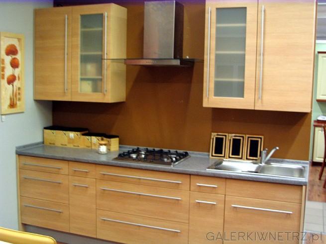 Jasna kuchnia w kolorze jasnego drewna - olchy