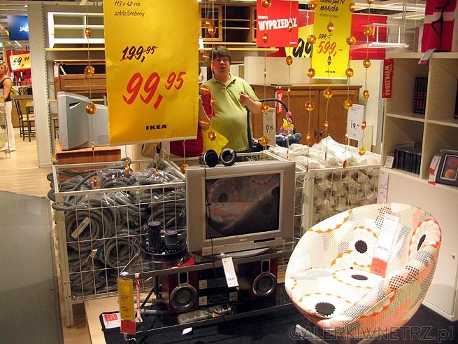 Stolik szklany pod telewizor. Ten mały stolik kosztował około 290PLN