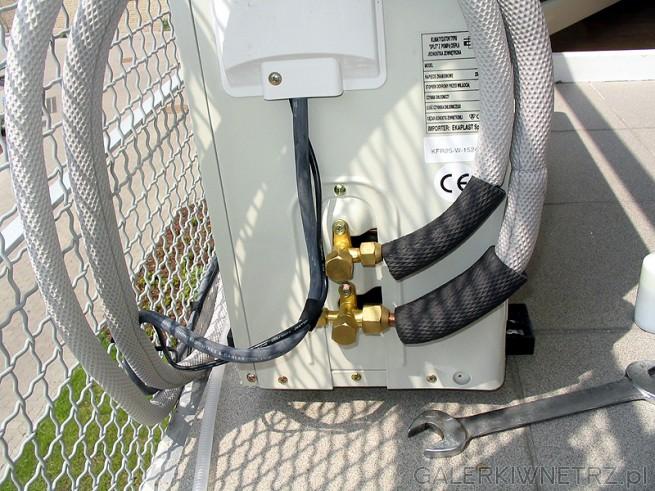 Przewody podłączone, podobnie elektryka. Pozostaje tylko wypróżnowanie instalacji ...