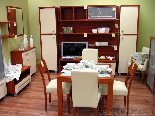 Stół do jadalni oraz zabudowa pokoju. Mimo niewysokich cen meble wyglądają estetycznie.Stół ...