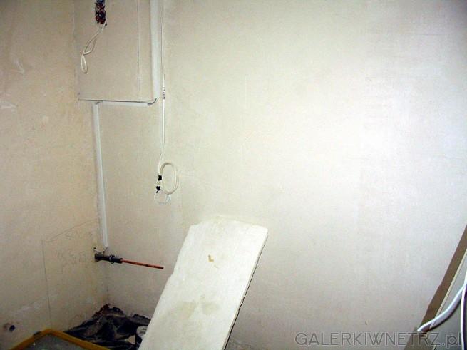 Łaźnia w trakcie budowy. Przed tynkowaniem warto pomyśleć o instalacji do sauny. ...