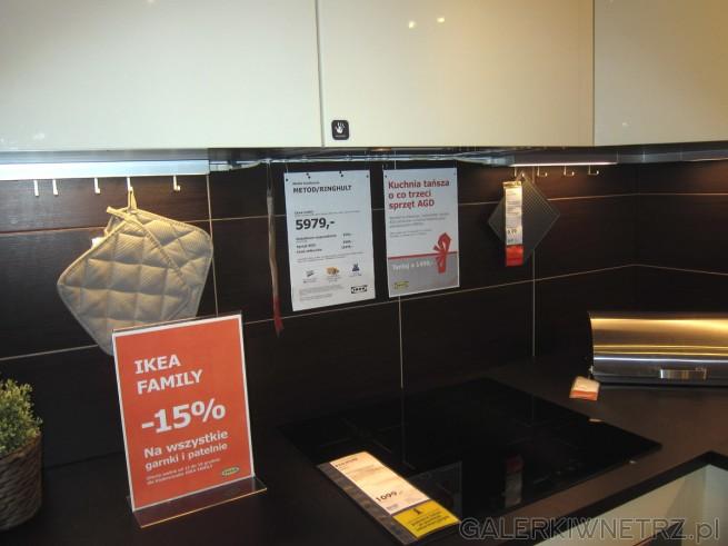 Kuchnia w zestawie METOD/RINGHULT w IKEI, składająca sięzarówno z białych, jak ...