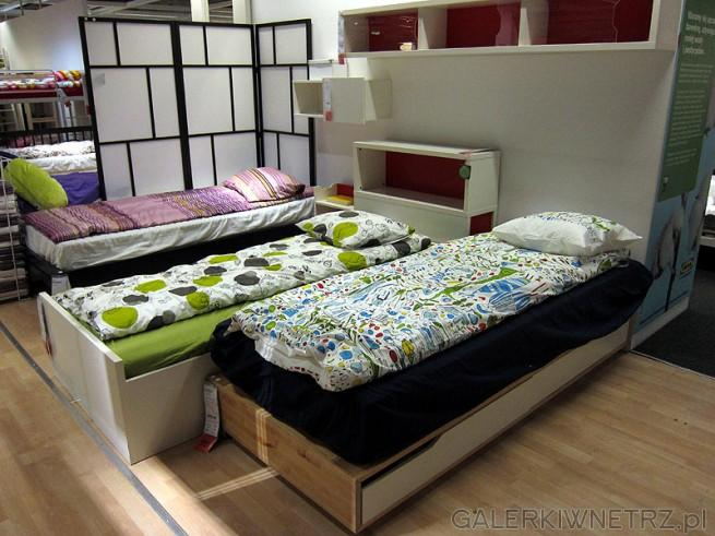 Łóżka jednoosobowe z pojemnikami na pościel Ikea. Rama  sosnowa, biała i venge.