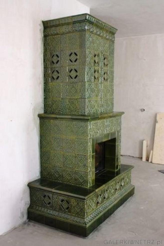 Pieco-kominek kaflowy, kafle pochodzą z kaflarni Z. Kuliga. Wkład wykorzystany w ...