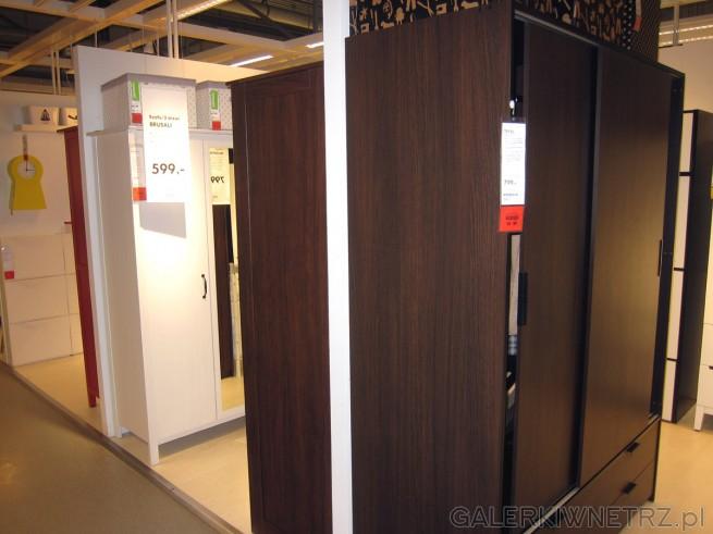 Szafa TRYSIL w dwóch wariantach: ciemnobrązowym i czarnym. Szafa z rozsuwanymi drzwiami ...