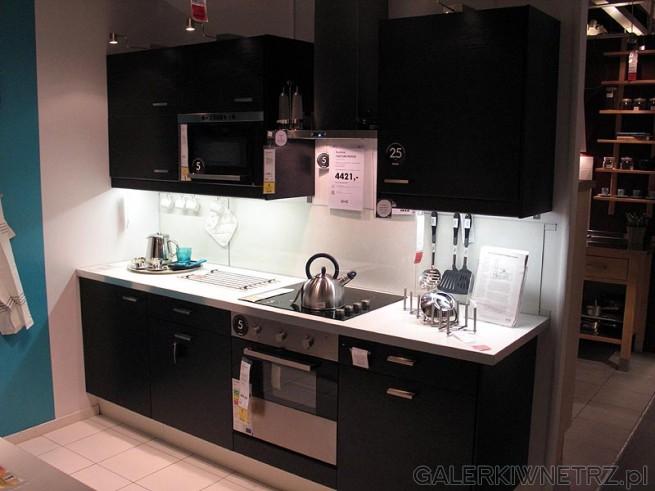 Kuchnia serii Faktum, w kolorystyce brązowo czarnej Cena kuchni ze zdjęcia t   -> Kuchnia Ikea Tania