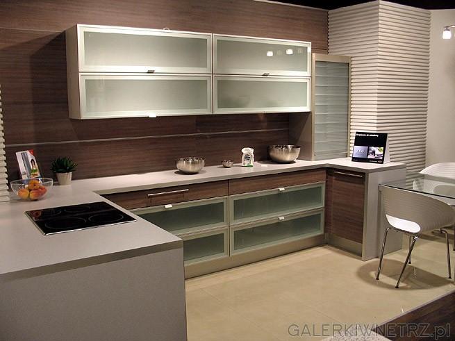 Wiele interesujących projektów kuchni i realizacji można   -> Salon Kuchni Janki