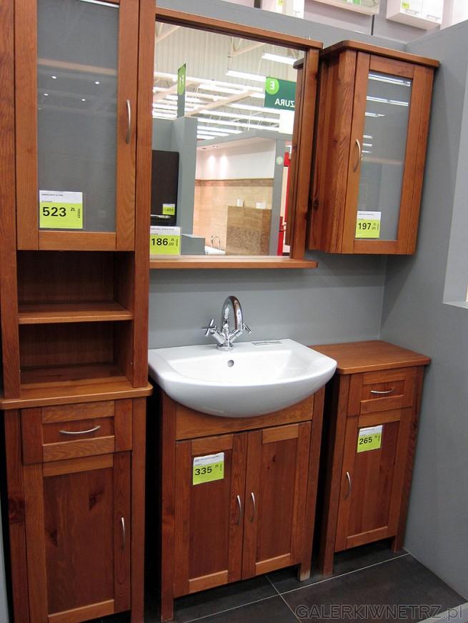 Wyposażenie łazienki: wysoki słupek z przeszkloną górną szafką, lustro łazienkowe ...
