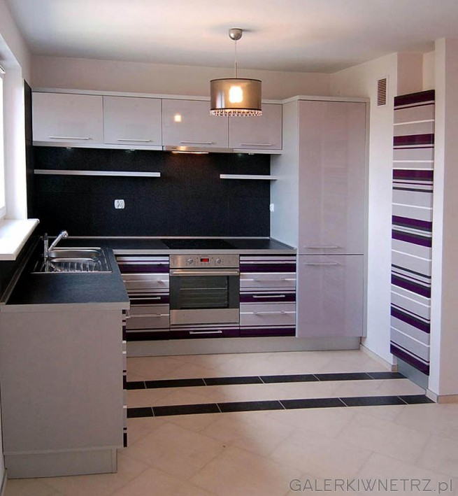 Kuchnia z MDF-u lakierowanego na wysoki połysk w kolorze popielatym i miksie kolorów ...