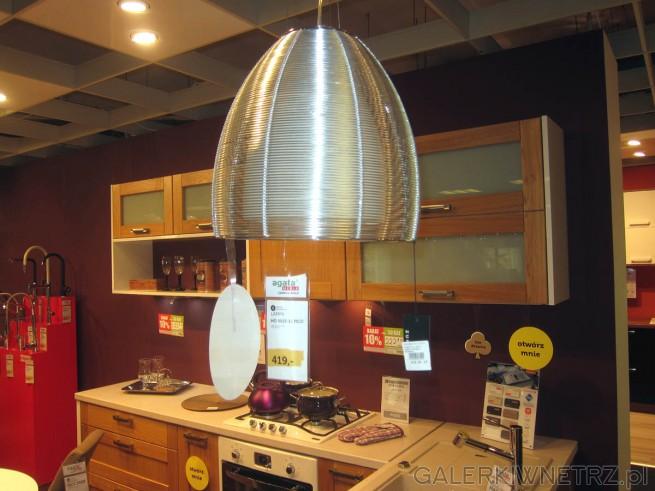 W tej aranżacji kuchni zaproponowano lampęwiszącą MD9023 1L marki Pico w kolorze ...