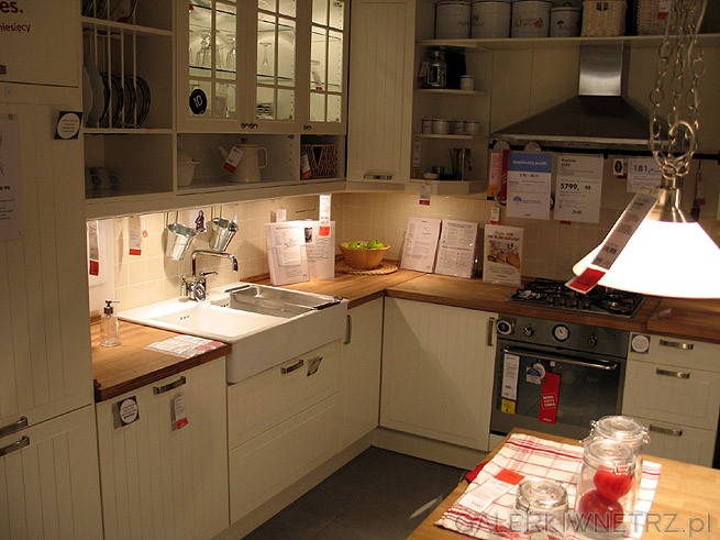 Szafki kuchenne w kolorze bia�ym/ ecru. Kompletna zabudowa kuchni. Blat ze wzorem ...