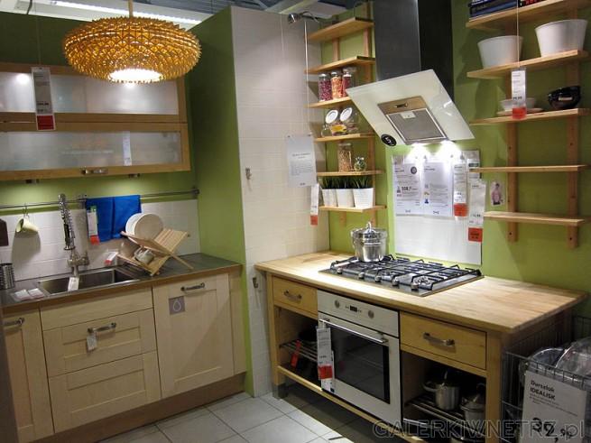 Jasna kuchnia, ściany w kolorze seledynowym