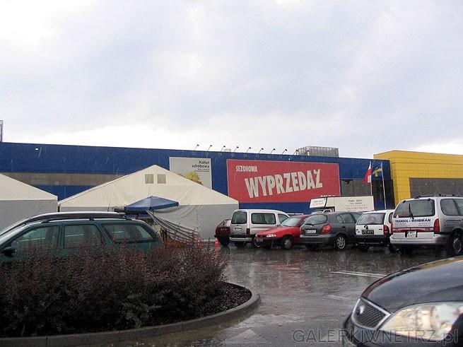 Sezonowa Wyprzedaż letnia 2007 Ikea Targówek. Tego dnia akurat padał deszcz