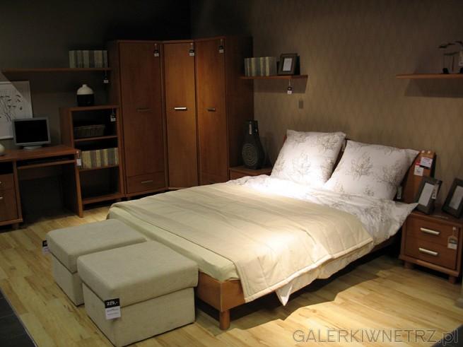 W katalogu znajdziemy atrakcyjne aranżacje sypialni: w tej zawarte zostało dwuosobowe ...