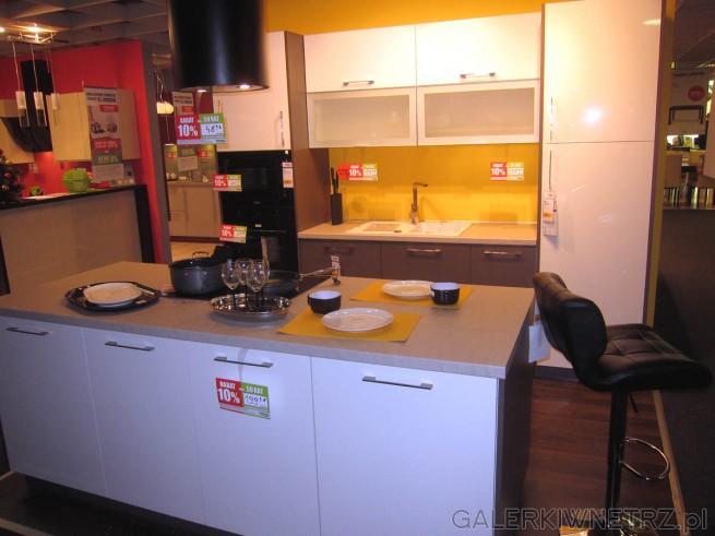 Aranżacja Agaty Meble kuchni z wyspą o bardzo stonowanych kolorach mebli Wys   -> Projekt Kuchni Agata Meble