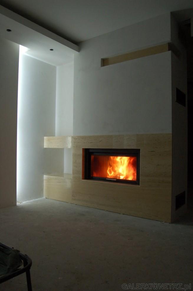 Prosty projekt kominka pasujący do nowoczesnych, minimalistycznych wnętrz. Wykorzystany ...