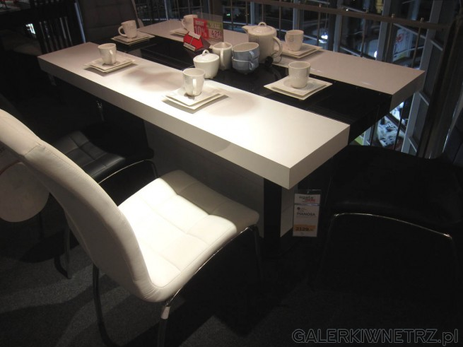 Nowoczesny stół PIANOSA, rozkładany. Biały stół, na którego środku znajduje sięczarny ...