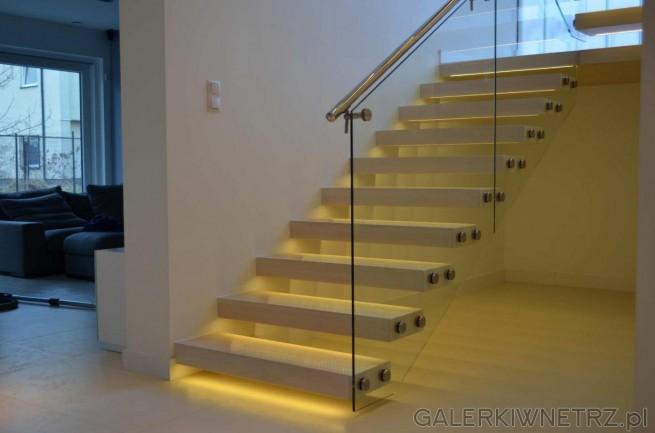 Przykład schodów dla osób ceniących prostotę i minimalizm. Sąto białe schody wspornikowe, ...