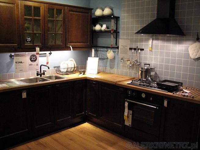 Kuchnia w kolorze brąz. Cena szafek 9346PLN. Jest to kuchnia narożna w stylu klasycznym. ...