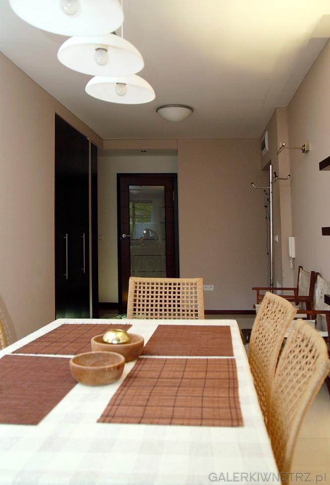 Jadalnia, stół i krzesła