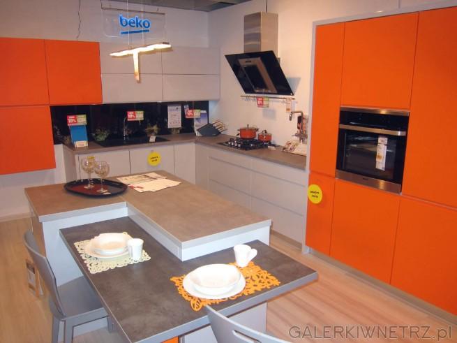 Propozycja aranżacji kuchni w bardzo energetyzujących kolorach - częśćfrontów szafek ...