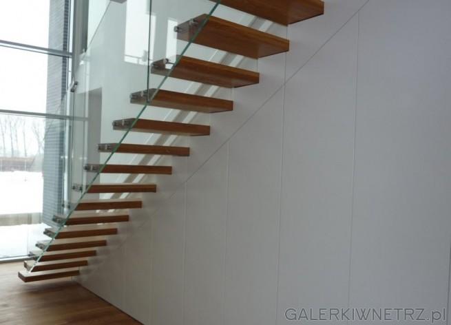 Projekt schodów wspornikowych, jednobiegowych z użyciem drewnianych stopni. Schody ...