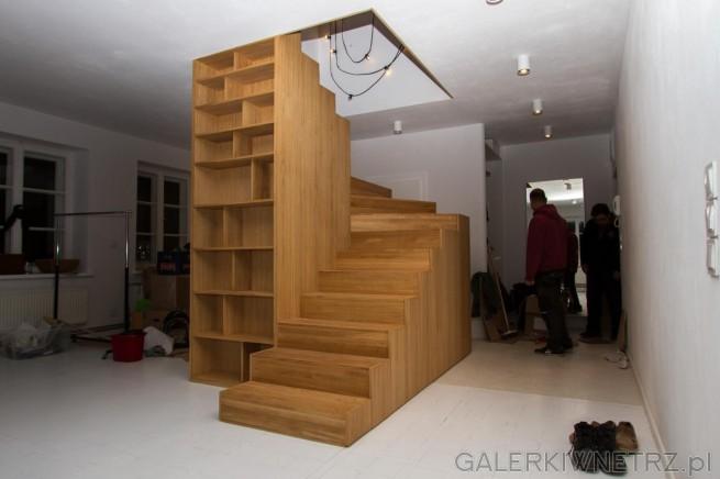 Ciekawy projekt zabudowanych schodów wykonanych w całości z drewna. Sąto schody ...