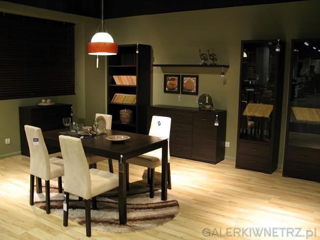 Jadalnia BRW vis a vis: krzesła vis a vis model VKRM. Na zdjęciu również stół, witryna, ...