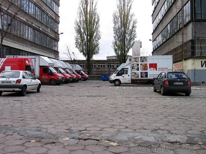 Parking pod centrum i auta DTS - przyjemne przeprowadzki