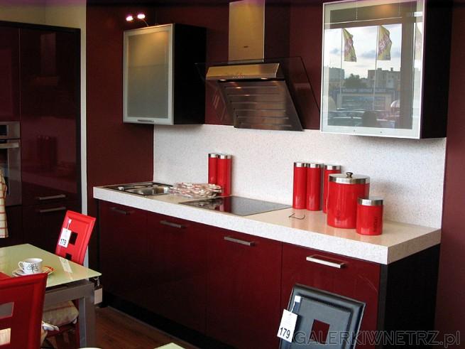 Zestaw mebli kuchennych w nowoczesnym stylu. Bardzo gruby blat, kolor frontów: czerwień
