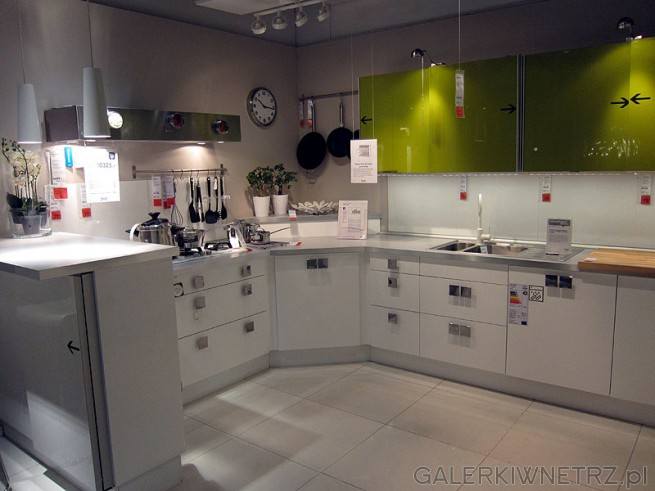 Narożna kuchnia cena mebli 10325 PLN. W takiej konstrukcji narożnika można zamontować ...