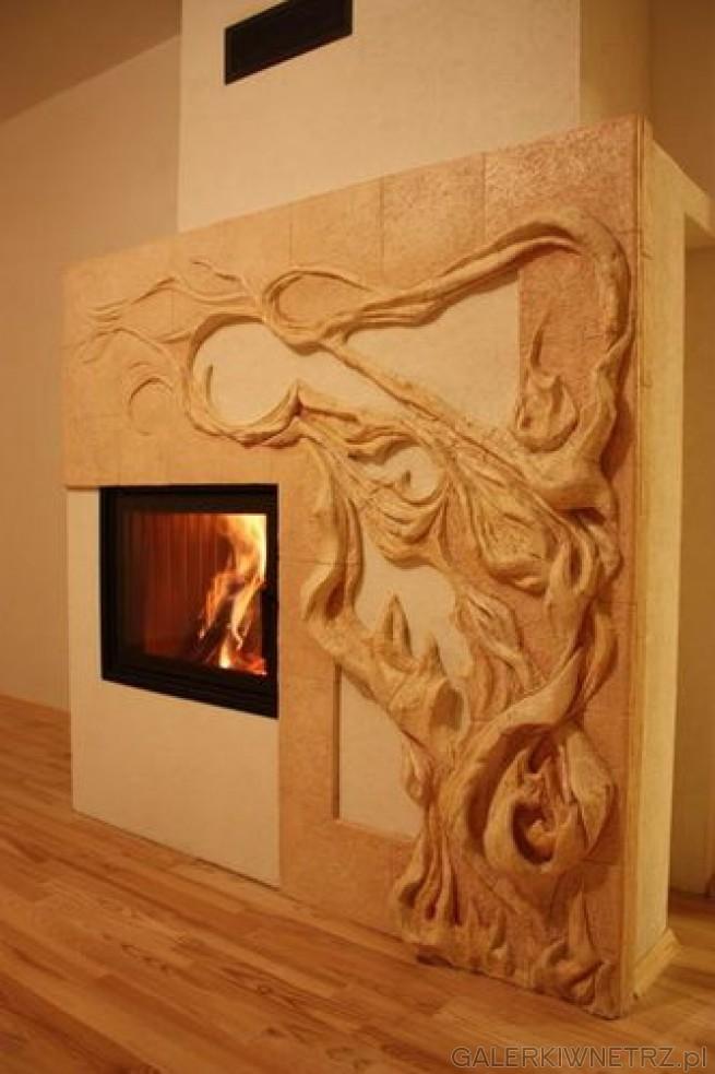 Motyw drzewa na kominku z kaflami szamotowanymi 3D. Po prawej stronie znajduje siędrzewo, ...