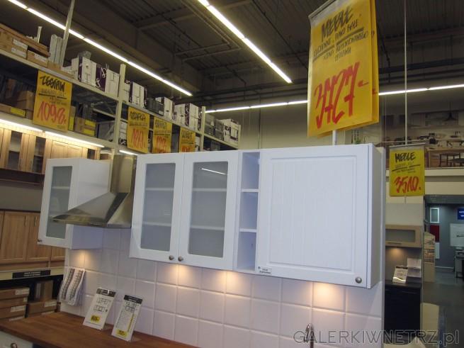 W Castoramie meble kuchenne białe PIANO w cenie 3727 złotych za zaprezentowany zestaw. ...