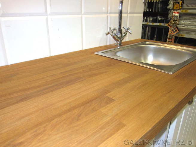 W aranżacji kuchennej PIANO wykorzystano drewniany blat, który jest przełamaniem ...