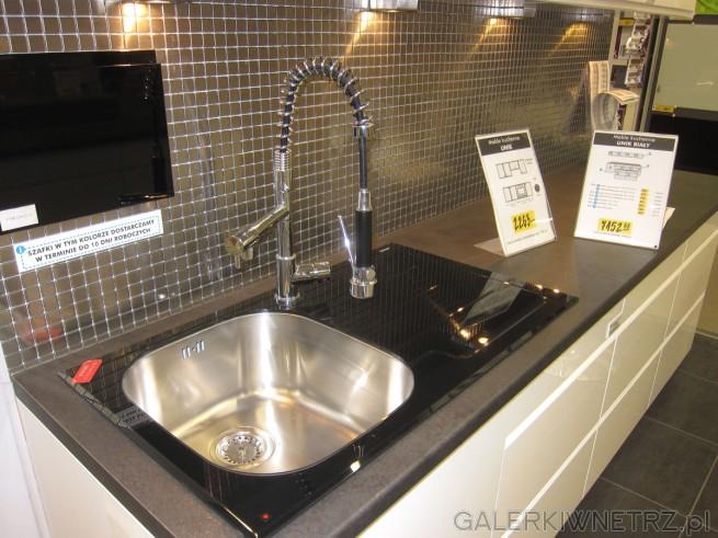 W aranżacji z meblami kuchennymi UNIK zastosowano prostą   -> Castorama Kuchnia Unik Czarny