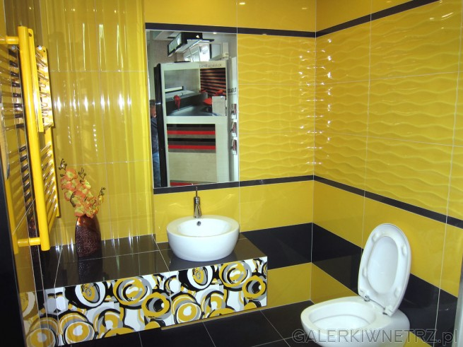 Bardzo ciekawa propozycja łazienki Blu - odważny kolor, podkreślony glazurą w ciekawe ...