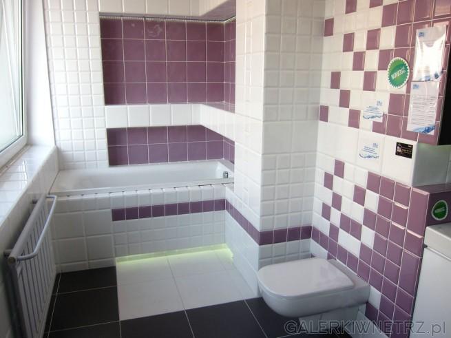 Ciekawa propozycja łazienki z niebanalnym kolorem. Została tu połączona biel z brudnym ...