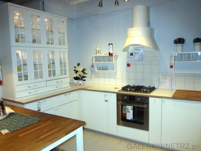 Śliczna aranżacja kuchni w prowansalskim stylu, gdzie   -> Salon Kuchni Janki