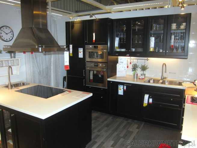 Oto aranżacja kuchni IKEA o metrażu 10,5m2. Ta aranżacja wygląda elegancko i ekskluzywnie. ...
