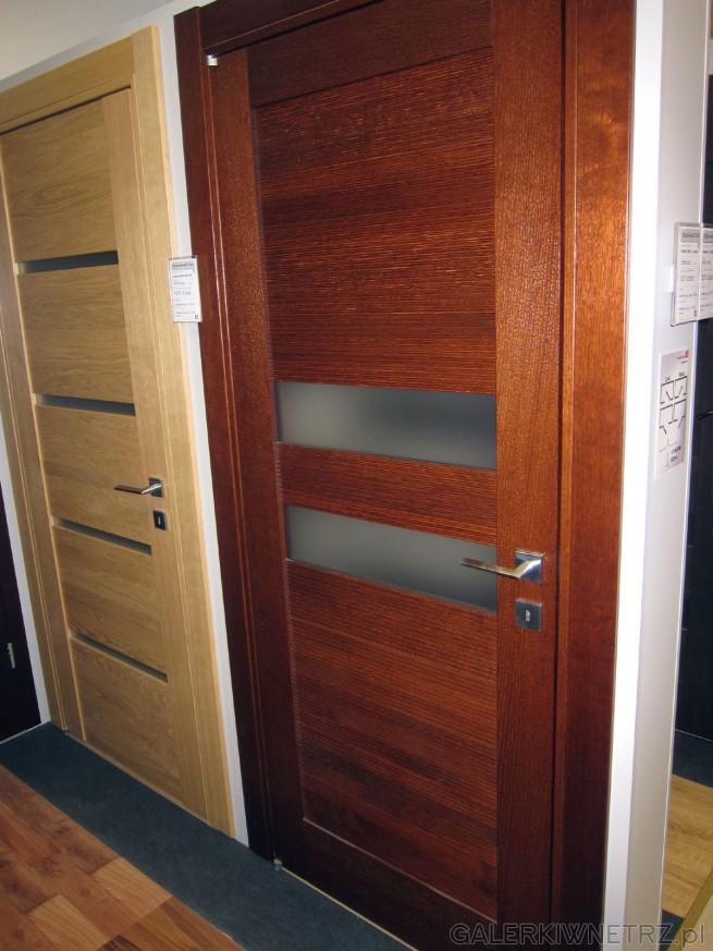 Drzwi wewnętrzne Calypso 05 to drzwi bezprzylgowe. Posiada dwa ozdobne przeszklenia ...