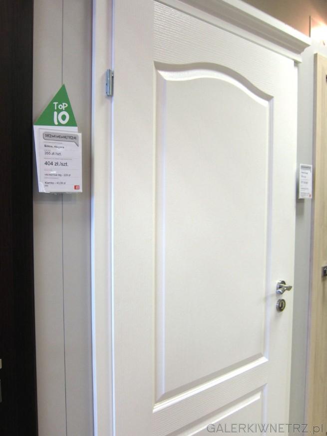 Drzwi wewnętrzne Classic 00, w kolorze białym, z ozdobnymi wgłębieniami klasycznymi ...