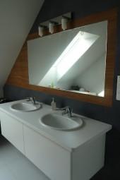 Łazienka szaro-niebieska z drewnianymi elementami, projekt: ka_em